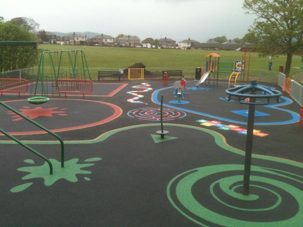 Intricate design into wetpour playground