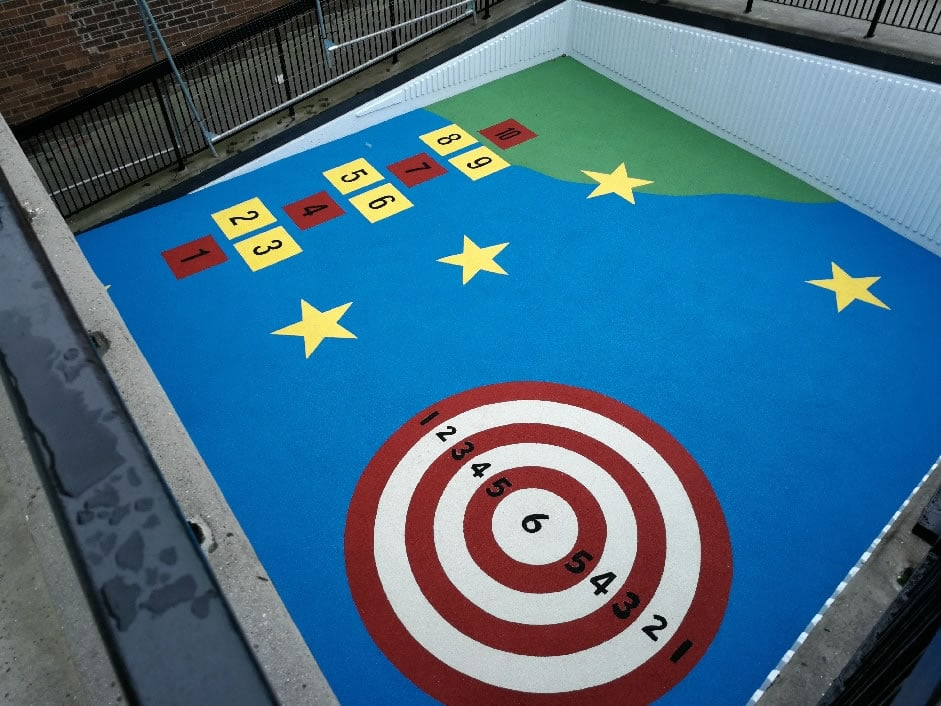 Snakes and ladders, target with rubberised wetpour
